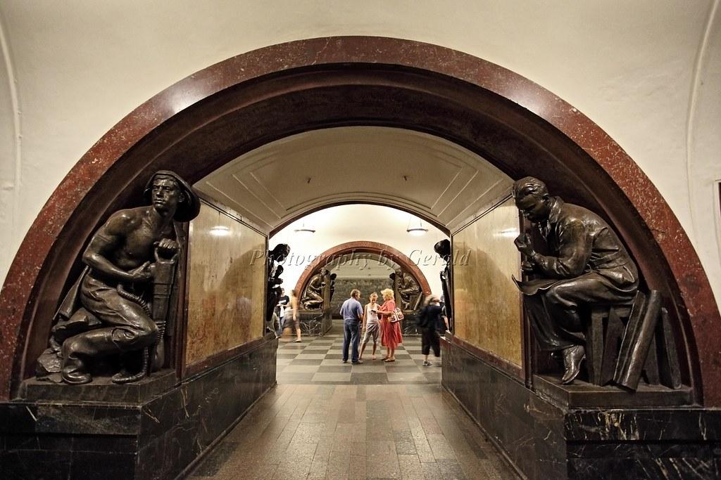 Вход в метро площадь революции фото